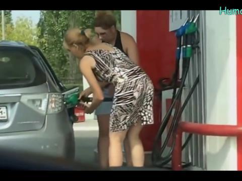 Brzi radnici i još brže žene na benzinskoj pumpi